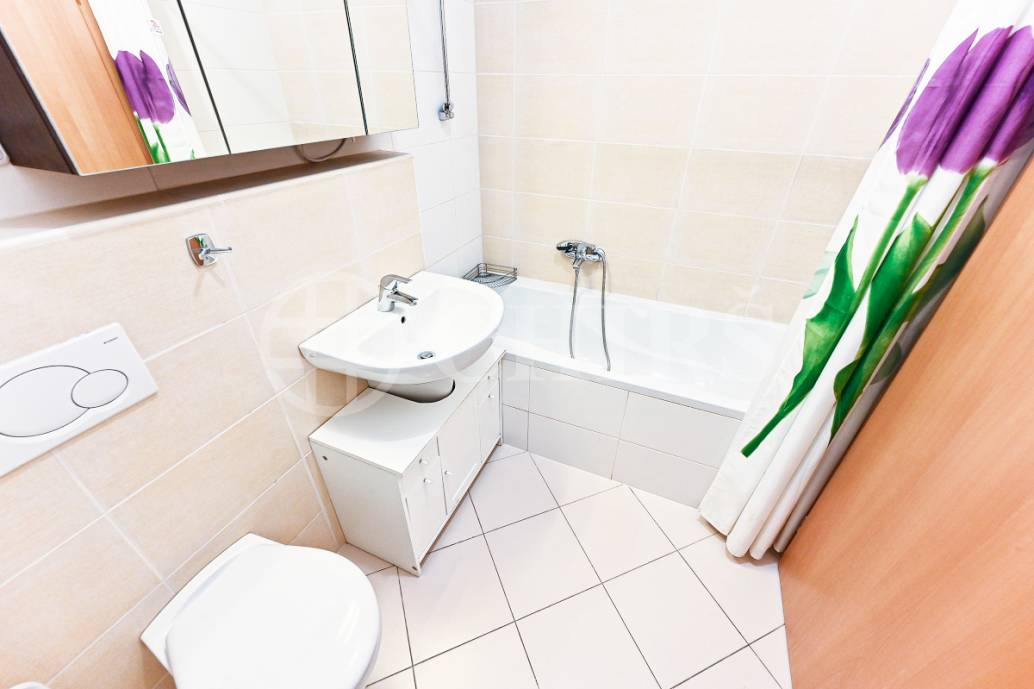 Pronájem bytu 2+kk s balkonem a garážovým stáním, OV, 58m2, ul. Petržílkova 2705/32, Praha 5 - Hůrka