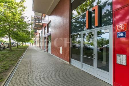 Prodej bytu 2+kk s předzahrádkou a garážovým stáním, OV, 47m2, ul. Werichova 1145/25, Praha 5 - Hlubočepy