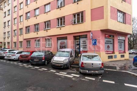Pronájem komerčního objektu, OV, 165m2, ul. Na Břehu 766/27, Praha 9 - Vysočany