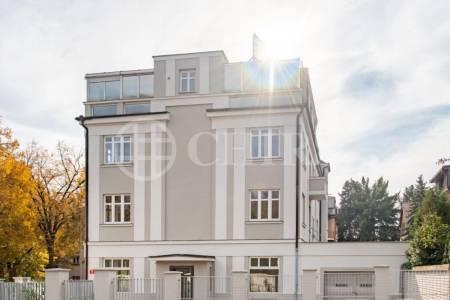 Prodej bytové jednotky s pochozí střechou, 2+1, 57 m2, Za Vokovickou vozovnou, Praha 6