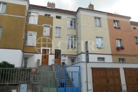 Pronájem bytu 2+1, 74 m2 s GS a zahradou, ul. 8. listopadu, Praha 6 - Břevnov