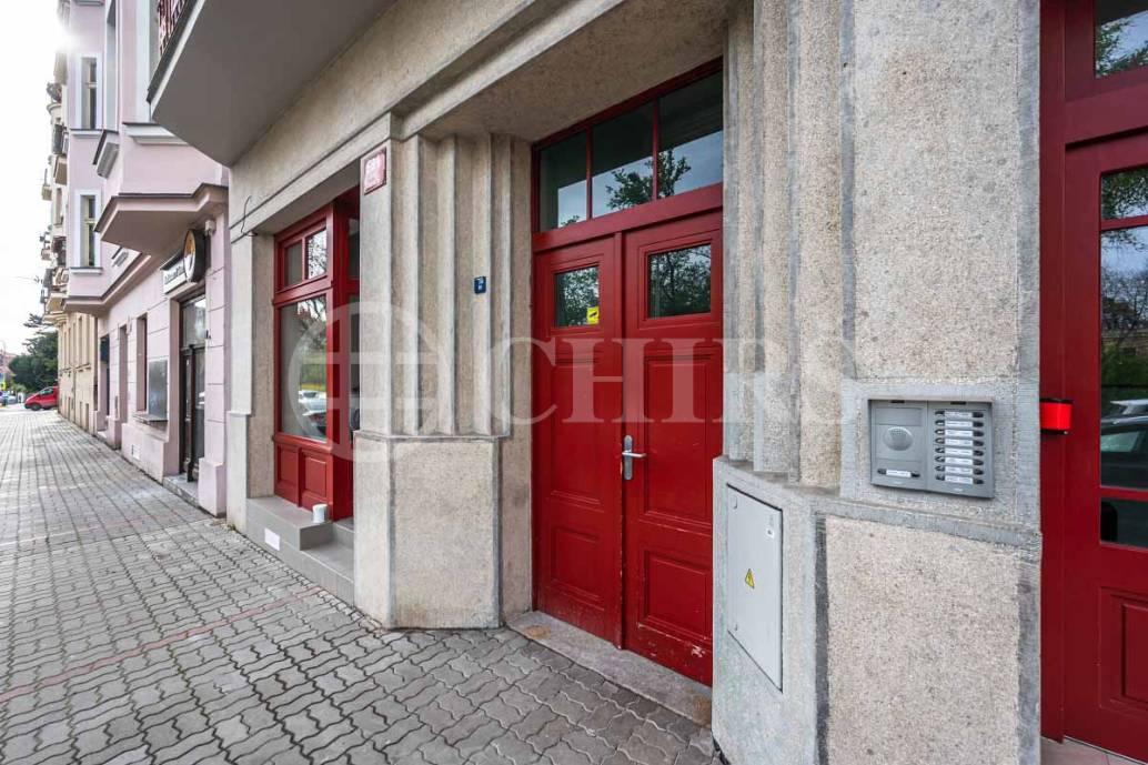 Pronájem bytu 1+kk s předzahrádkou, OV, 25m2, ul. náměstí Generála Kutlvašra 584/7, Praha 4 - Nusle