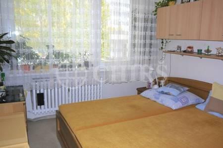 Prodej bytu 2+kk, DV s převodem do OV, 45m2, ul. Hostinského 1539/1, Praha 13