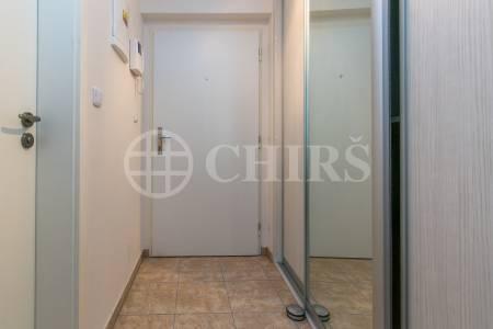 Pronájem bytu 1+kk s balkónem a garážovým stáním, OV, 43 m2, ul. Lindleyova 2724/7, Praha 6 - Dejvice