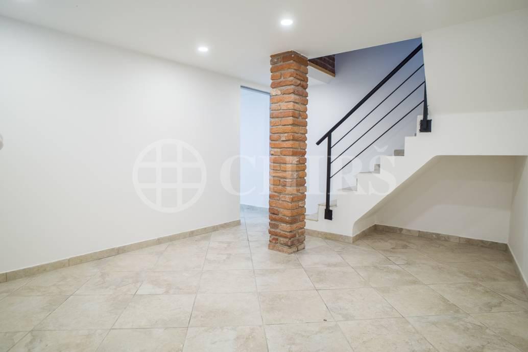 Prodej nebytového prostoru 5+1, OV, 120m2 + 50m2 dvůr, ul. Pražská 1507/7B, P-10 Hostivař