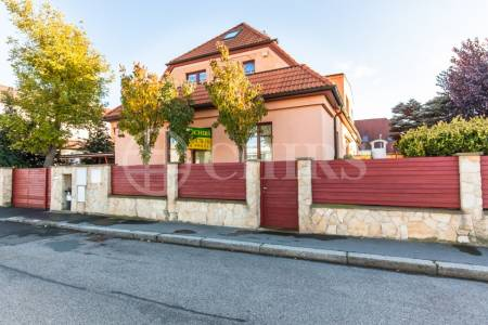 Prodej RD 7+kk, OV, 252m2, ul. Thurnova 7, Praha 6 - Břevnov