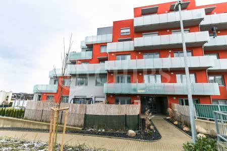 Pronájem bytu 1+kk s terasou a předzahrádkou, OV, 26m2, ul. Kakosova 1188/3, Praha - 5 Řeporyje