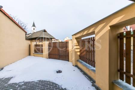 Pronájem RD 5+1 s terasou, 144 m2, ul. V Domcích 3/27, Praha 6 – Liboc