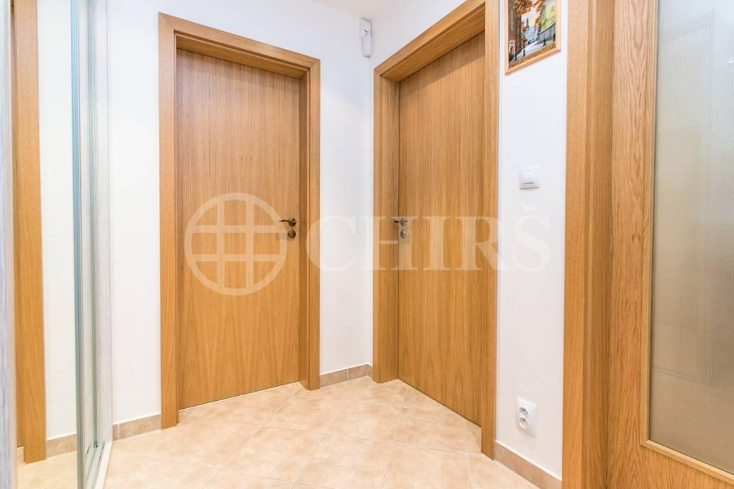 Prodej bytu 2+kk se zahradou, OV, 52m2, ul. Mantovská 697/1, Praha 10 - Horní Měcholupy