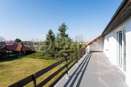 Pronájem rodinného domu 7+1, OV, 580m2, ul. V jezerách 91, Dolní Břežany - Lhota, okr. Praha-západ