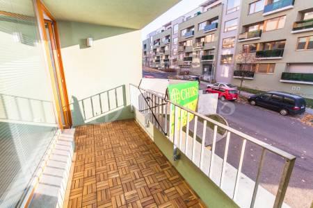 Prodej bytu 3+kk/L, OV, 70m2, ul. Břežánecká 832/1, Praha 5 - Jinonice
