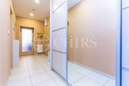 Prodej bytu 4+kk se dvěma balkony, OV, 83m2, ul. U Svahu 1026, Praha 5 - Slivenec