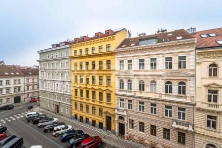 Pronájem bytu 2+kk, OV, 32m2, ul. V Lesíčku 92/6, Praha 5 - Smíchov