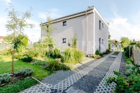 Pronájem rodinného domu 6+kk, OV, 200 m2, ul. Bavorovská 672/7, Praha 4 - Písnice