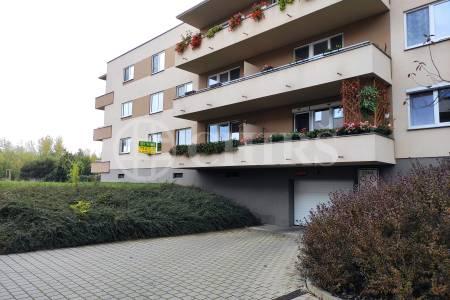 Pronájem bytu 2+kk s balkonem a garážovým staním, OV, ul. Loosova 978/30Praha 11 Háje.