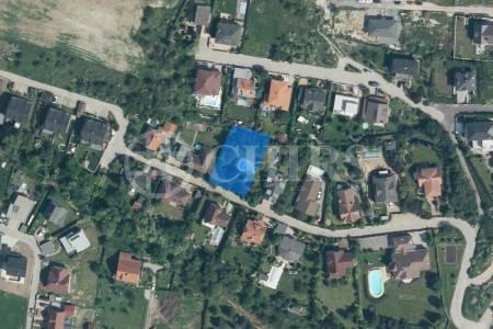 Prodej pozemku 994m2, Statenice, Praha - Západ