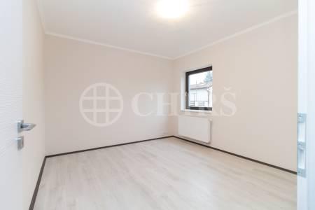 Prodej řadového rodinného domu 5+kk s garáží, balkónem a terasou, 152 m2, ul. Dačická, Praha 10 - Horní Měcholupy