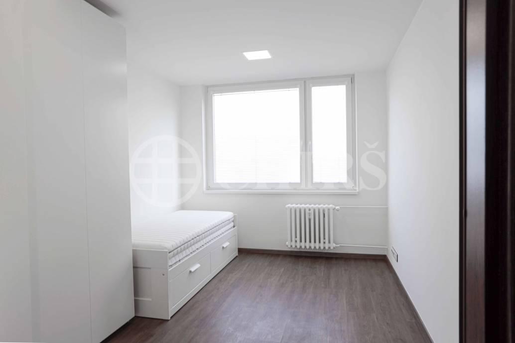 Pronájem bytu 3+1 s balkonem, OV, 73m2, ul. Doležalová 1043/16,Praha 14 - Černý Most