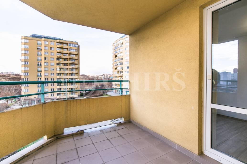 Prodej bytu 2+kk s lodžií a garážovým stáním, OV, 60m2, ul. Volutová 2524/12, Praha 5 - Hůrka