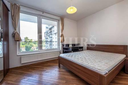 Pronájem bytu 3+1 s dvěma balkony, OV, 75m2, ul. Pod Harfou 943/34, Praha 9 - Vysočany