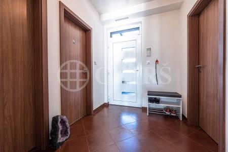 Pronájem rodinného domu 4+kk s terasou, OV, 106m2, ul. Kecova 2861/7, Praha 5 - Stodůlky
