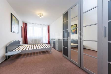 Pronájem bytu 2+kk s balkonem, OV, 90m2, ul. Petržílkova 2583/15, Praha 13 - Hůrka