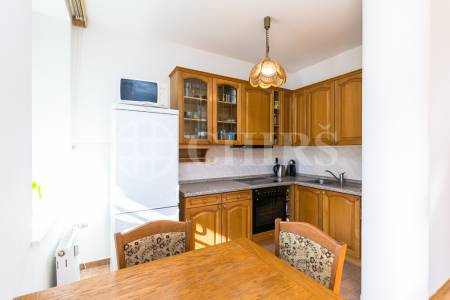 Pronájem bytu 2+kk s balkonem, OV, 63m2, ul. Pláničkova 445/11, Praha 6 - Veleslavín