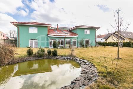 Prodej rodinného domu 9+1, 499 m2, ul. Luční 677, Nučice