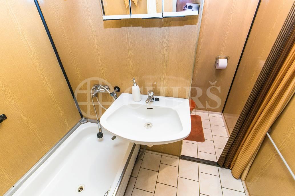 Výměna bytu 2+1, OV, 44m2, ul. Gabinova 865/5, Praha 5 - Hlubočepy, za byt 1+kk, OV kdekoliv na Barrandově