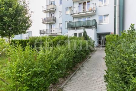 Prodej bytu 2+kk s balkonem a garážovým stáním, OV, 58m2, ul. Wiesenthalova 1036/10, Praha 5 - Řeporyje