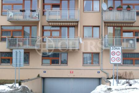 Prodej garážového stání, OV, 12m2, ul. Štěpařská 1131/14, Praha 5 - Barrandov