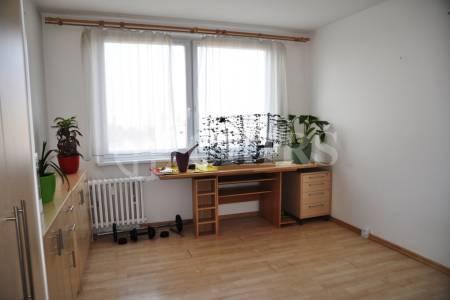 Koupím byt 3+1/L Modřany, Lhotka, PavloskáPronájem bytu 2+1/L,OV, 55m2, ul. Angelovova 3, P-4 - Modřany