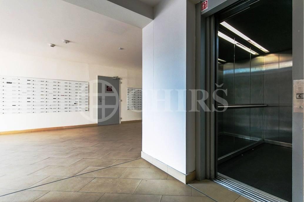 Prodej bytu 2+kk s terasou a garážovým stáním, OV, 61m2, ul. Tlumačovská 2766/26a, Praha 5 - Stodůlky