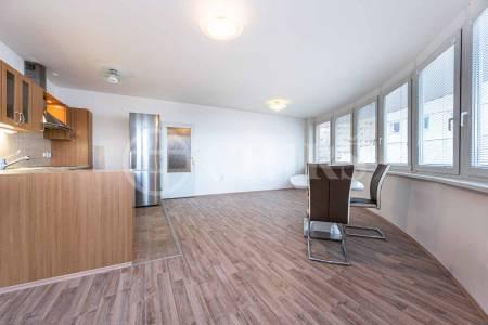 Prodej bytu 3+kk s balkonem a garážovým stáním, OV, 78m2, ul. Petržílkova 2514/29, Praha 13 - Hůrka