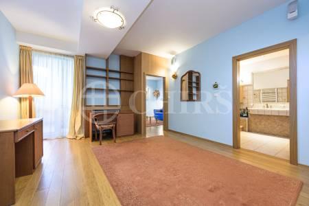 Prodej bytu 4+kk se dvěma lodžiemi a garážovým stáním, OV, 144m2, ul. Renoirova 1051/2a, Praha 5 - Hlubočepy