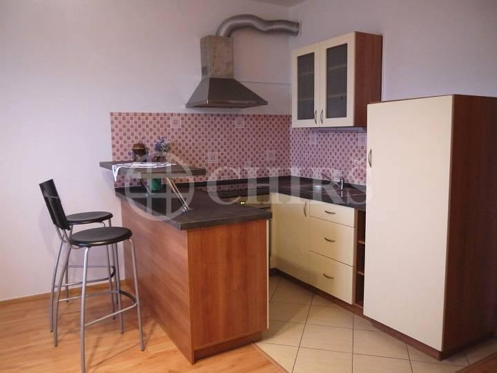 Pronájem bytu 1+kk, OV, 30m2, ul. Na Výrovně 2693/2, Praha 5
